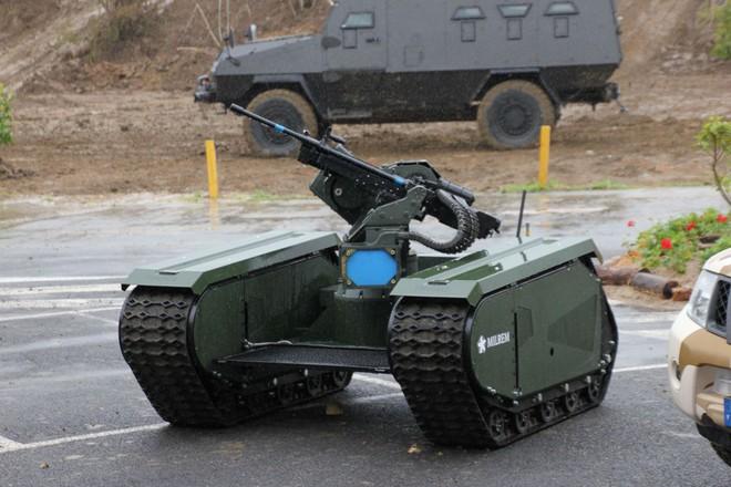 Một robot tự hành được trang bị súng máy.