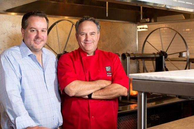 Dennis Riedel và Blair Swiler - hai nhà đồng sáng lập thương hiệu đồ ăn vặt Chefs Cut Real Jerky