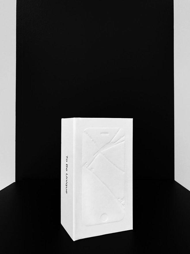 Bìa cuốn sách To Be Unique (tạm dịch: Để trở nên khác biệt)