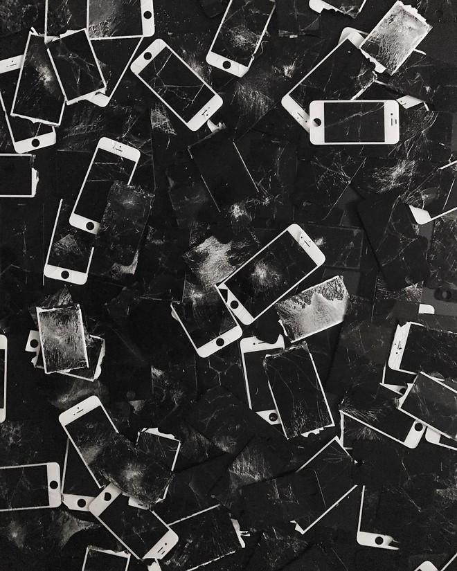 Một phần trong bộ sưu tập 666 chiếc iPhone vỡ màn hình