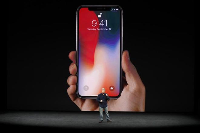 iPhone X ấn tượng hơn với thiết kế hoàn toàn mới.