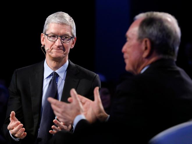 Tim Cook tại diễn đàn kinh doanh do Bloomberg tổ chức.