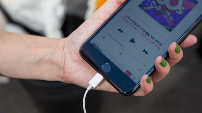 So sánh tốc độ sạc nhanh thực tế của iPhone 8 Plus với iPhone 7 Plus - Ảnh 1.