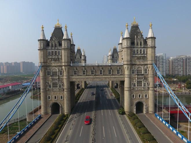 Những công trình nổi tiếng thế giới bị Trung Quốc photocopy không thương tiếc - Ảnh 2.