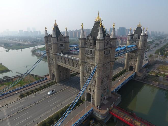 Những công trình nổi tiếng thế giới bị Trung Quốc photocopy không thương tiếc - Ảnh 3.