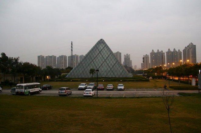 Những công trình nổi tiếng thế giới bị Trung Quốc photocopy không thương tiếc - Ảnh 15.