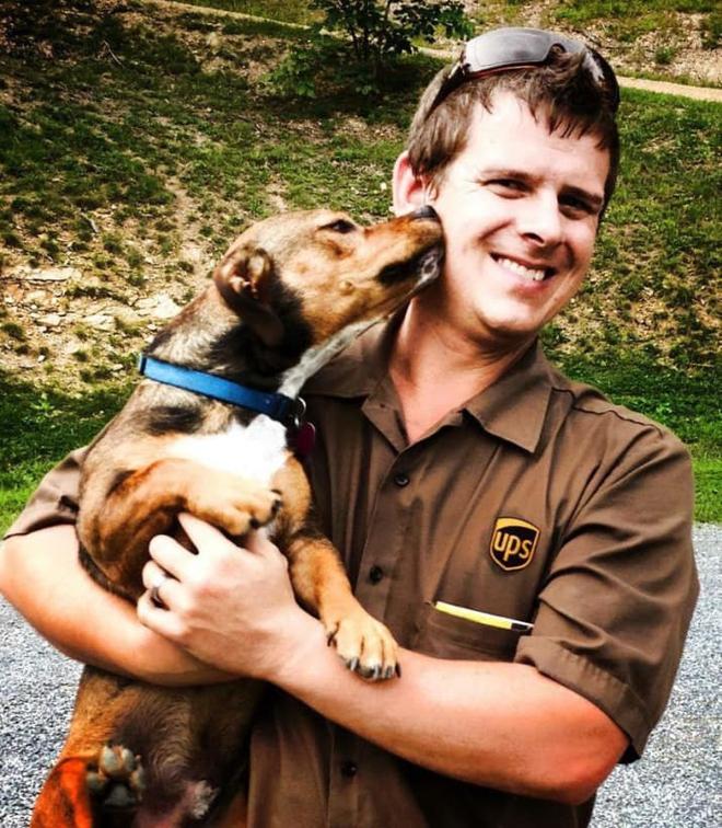 Sean McCarren, người đã sáng lập nên cộng đồng tài xế UPS yêu chó - UPS Dogs