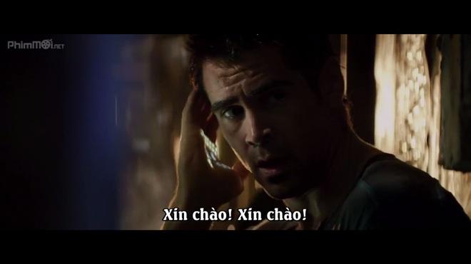 Một cảnh trong phim Total Recall (2012) - Douglas đang sử dụng tay phải để... gọi điện cho người thân.