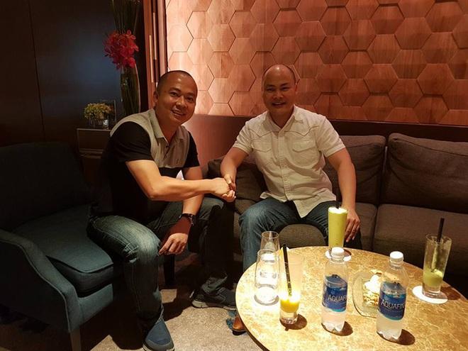 Cái bắt tay giữa ông Nguyễn Tử Quảng và ông Đoàn Văn Hiểu Em