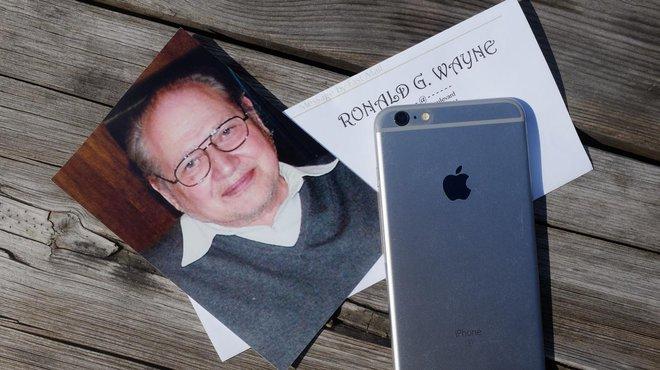 Wayne đã gửi cho trang Motherboard một bức ảnh của chính ông để minh hoạ cho bài viết