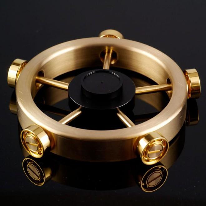 Chiếc fidget spinner made in Japan, phiên bản Roll Royce trong giới đồ chơi con quay