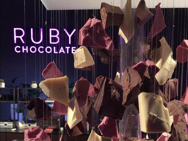 Chocolate màu hồng ngọc được chế biến bằng các nguyên liệu hoàn toàn tự nhiên.