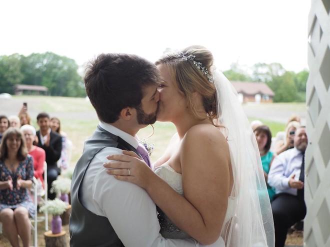 """Bức ảnh Hugo Cornellier chia sẻ trên instagram: """"Vậy là hôm nay tôi đã cưới được người phụ nữ trong mơ của mình rồi!"""""""
