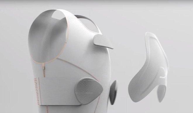 Nhóm nghiên cứu dùng nhựa dẻo để xác định cấu trúc 3D cơ thể người sử dụng.