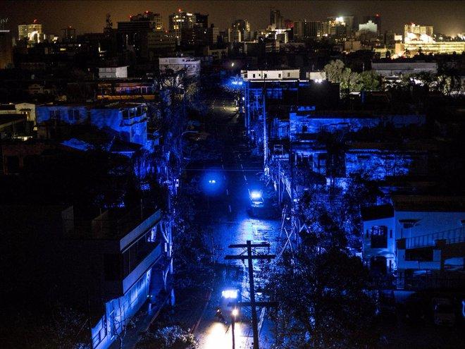 Thành phố San Juan vẫn đang trong tình trạng mất điện sau khi cơn bão Maria đổ bộ vào bờ ngày 20 tháng 9 năm 2017 tại Puerto Rico.