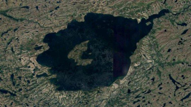 Hồ Mistastin là vị trí mà một tiểu hành tinh đã đâm vào cách đây 36 triệu năm.