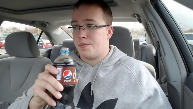 Pepsi mới có thêm vị caramel mặn giá 2,6 USD/chai, bị chuyên gia ẩm thực chê vì không có gì đặc sắc - Ảnh 3.