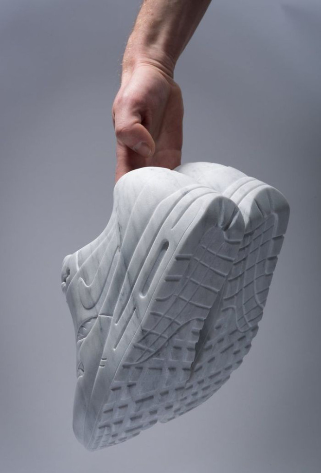 Không chỉ để tạc tượng, đá cẩm thạch còn dùng để may quần áo, đóng giày - Ảnh 6.