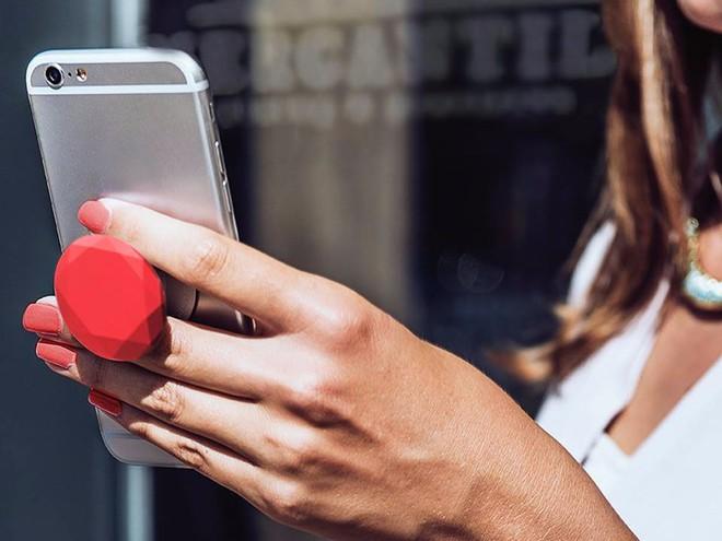 PopSockets - phụ kiện giúp người dùng cầm nắm smartphone được thuận tiện hơn đang làm mưa làm gió trên thị trường thế giới