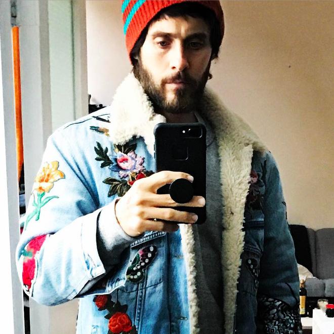 Jared Leto đang sử dụng PopSockets để selfie