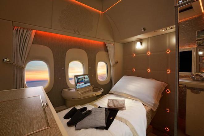 Emirates ra mắt khoang hạng nhất mới siêu sang trên Boeing 777-300ER: lấy cảm hứng Mercedes-Benz S-Class, tích hợp ghế không trọng lực và cửa sổ ảo - Ảnh 5.