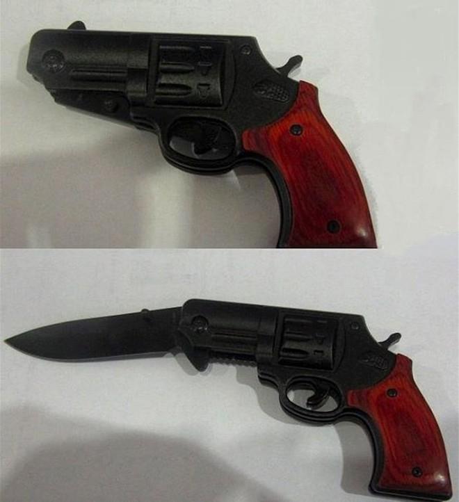 Còn đây là dao-kiêm-súng, tại sao người ta lại nghĩ có thể mang những thứ vũ khí nguy hiểm thế này lên máy bay được nhỉ?