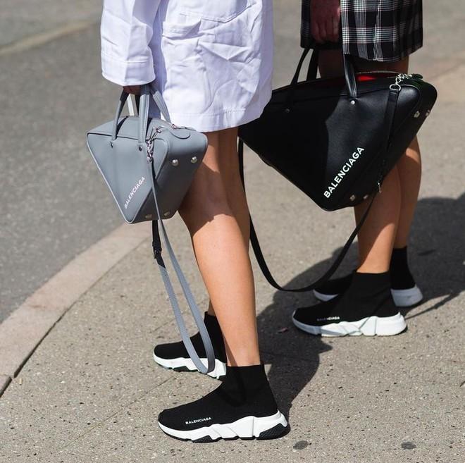 Trong khi giới trẻ phát cuồng với Balenciaga hay Vans thì stylist danh tiếng này lại đánh giá cao 3 đôi sneakers ít hot hơn hẳn - Ảnh 1.