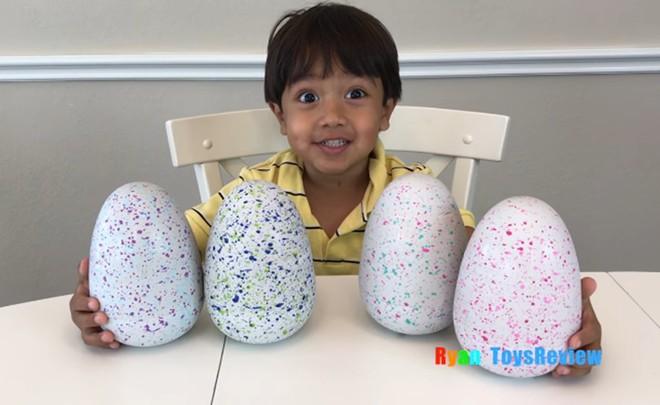 Triệu phú 6 tuổi Ryan đang sở hữu kênh Youtube Ryan ToysReview với hơn 10 triệu lượt subcriber