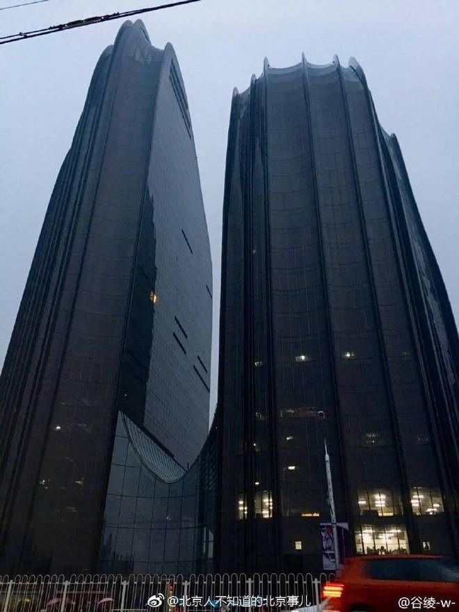 Trung Quốc: Xây tòa nhà giống hình con trai trai, bị dân chê làm xấu phong thủy cả thành phố - Ảnh 3.
