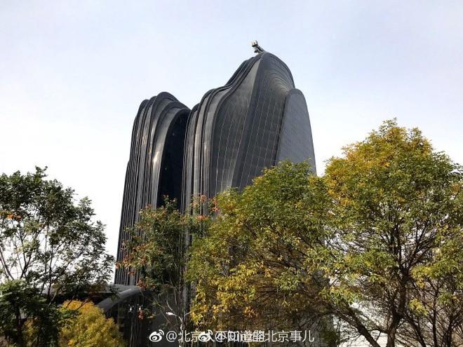 Trung Quốc: Xây tòa nhà giống hình con trai trai, bị dân chê làm xấu phong thủy cả thành phố - Ảnh 5.