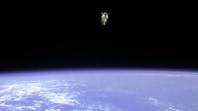Câu chuyện về Bruce McCandless, phi hành gia đã làm nên bức ảnh mang tính biểu tượng của ngành hàng không vũ trụ - Ảnh 3.