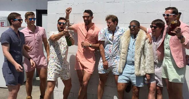 Cùng nhìn lại những món đồ thời trang khó đỡ nhất năm 2017 - Ảnh 6.
