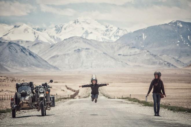 Bộ ảnh du lịch gia đình tuyệt đẹp: Đưa con trai 6 tuổi đi 26.000km qua 12 quốc gia bằng mô tô ba bánh - Ảnh 2.