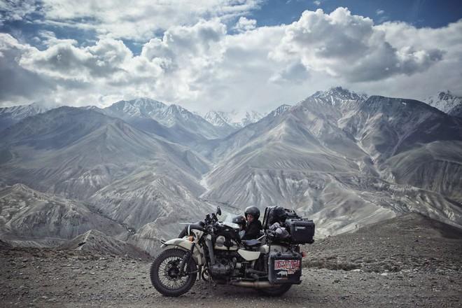 Bộ ảnh du lịch gia đình tuyệt đẹp: Đưa con trai 6 tuổi đi 26.000km qua 12 quốc gia bằng mô tô ba bánh - Ảnh 8.