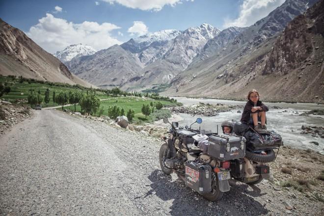 Bộ ảnh du lịch gia đình tuyệt đẹp: Đưa con trai 6 tuổi đi 26.000km qua 12 quốc gia bằng mô tô ba bánh - Ảnh 7.