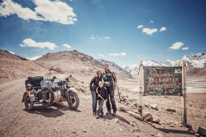 Bộ ảnh du lịch gia đình tuyệt đẹp: Đưa con trai 6 tuổi đi 26.000km qua 12 quốc gia bằng mô tô ba bánh - Ảnh 11.