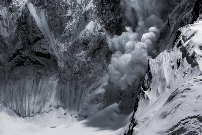 Nhiếp ảnh gia Paddy Scott đã có mặt tại đây trong chuyến thám hiểm trước khi ông bị chặn lại bởi một trận lở tuyết kinh hoàng.