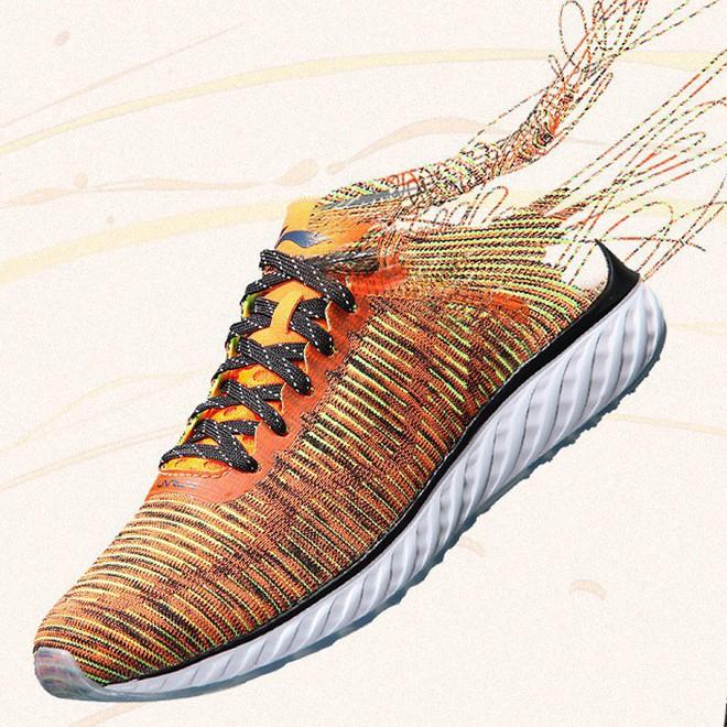 Hãy tặng 5 mẫu sneakers siêu thoáng này cho ông bạn có bàn chân rau mùi - Ảnh 12.