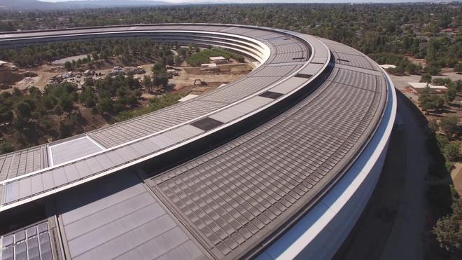 Theo giám đốc điều hành của Apple, cấu trúc chính của tòa nhà hình tròn trông giống như một sản phẩm của Apple, hơn là một công trình xây dựng
