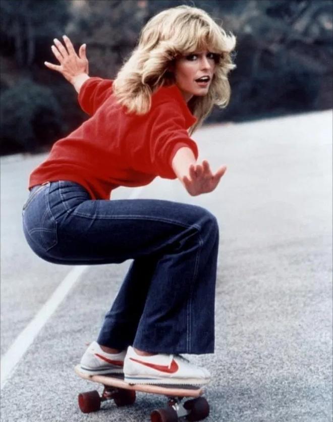 Farrah Fawcett cực ngầu khi trên chân Nike Cortez trong bộ phim Charlies Angels năm 1976
