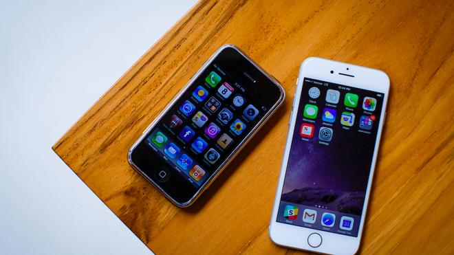 iPhone đời đầu rất nhỏ gọn.