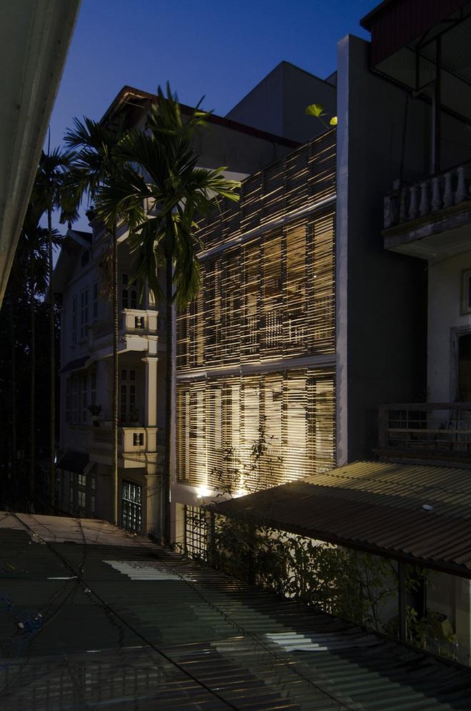 Ngôi nhà trở nên lung linh ảo diệu hơn hẳn những ngôi nhà liền kề