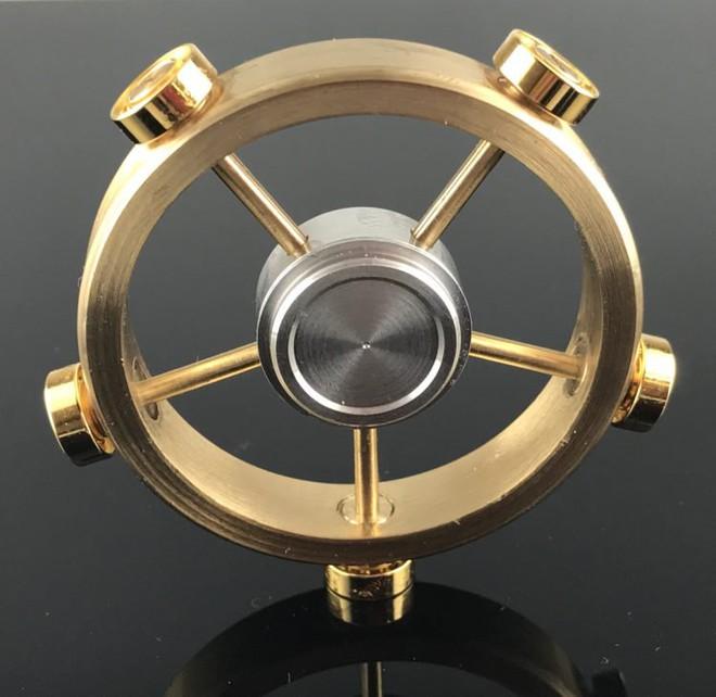 Với cái giá cực cao, 3,6 triệu VNĐ để sở hữu một chiếc Saturn Spinner, bạn có mua không?