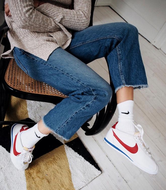 Đặc sắc ở chỗ, không chỉ đơn giản là ý tưởng thiết kế đến sản phẩm, quá trình có được mẫu Cortez là cả một câu chuyện dài, mang nhiều dấu son chói lọi trong lịch sử phát triển của Nike.