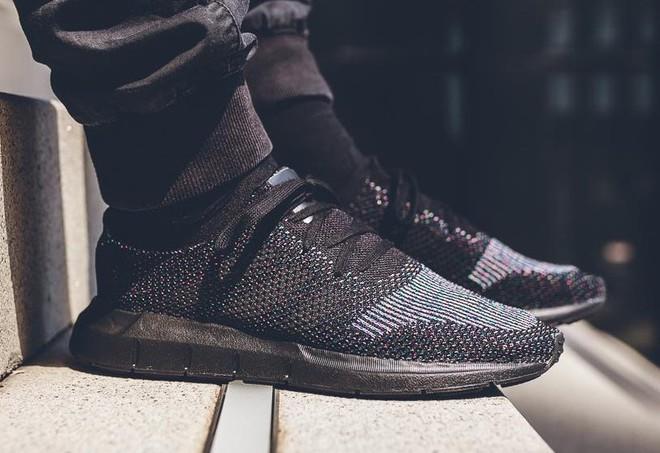 Hãy tặng 5 mẫu sneakers siêu thoáng này cho ông bạn có bàn chân rau mùi - Ảnh 4.