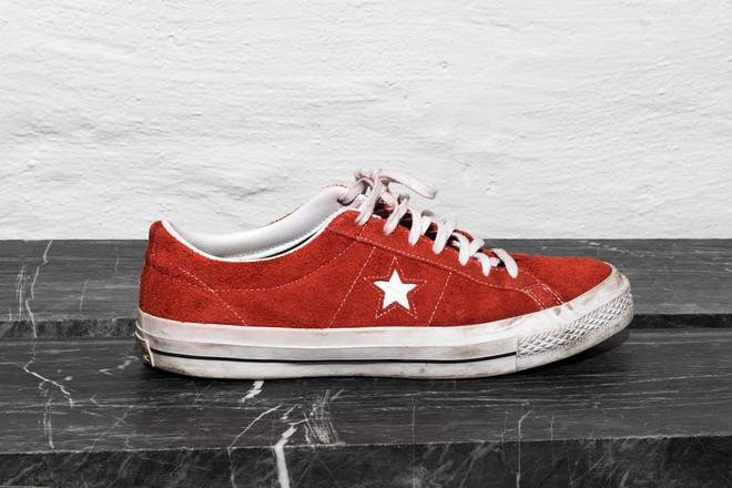 Trong khi giới trẻ phát cuồng với Balenciaga hay Vans thì stylist danh tiếng này lại đánh giá cao 3 đôi sneakers ít hot hơn hẳn - Ảnh 4.