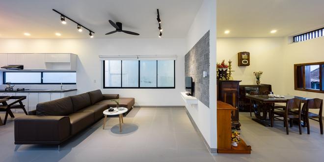 Chỉ có duy nhất một bức tường ngăn cách hai không gian chính, tạo sự đơn giản và đồng nhất