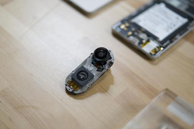 Một nguyên mẫu của phụ kiện camera của điện thoại Essential Phone. Photographer: Mark Gurman/Bloomberg