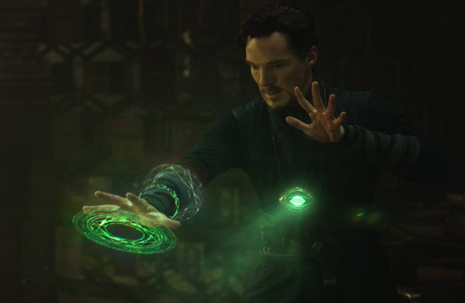 Viên Thời Gian - Time Stone nằm trong vòng cổ của Dr.Strange
