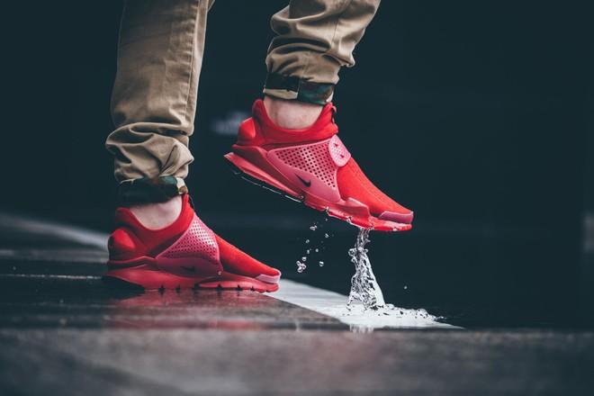 Hãy tặng 5 mẫu sneakers siêu thoáng này cho ông bạn có bàn chân rau mùi - Ảnh 7.